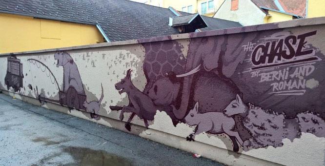 Hier im Bild die Bürgerspitalgasse, die dann in die ebenfalls Graffiti-geschmückte Rosenkranzgasse übergeht. © 2017 Reinhard A. Sudy