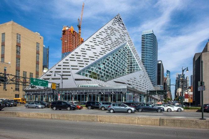 Das aufsehenerregende Wohngebäude VIA 57 West in New York City ist der Jahressieger 20116. Copyright Royce Douglas
