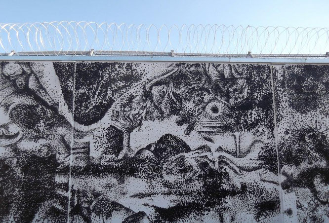 Außenmauer der Justizanstalt Karlau als temporäres Kunstwerk. © Reinhard A. Sudy