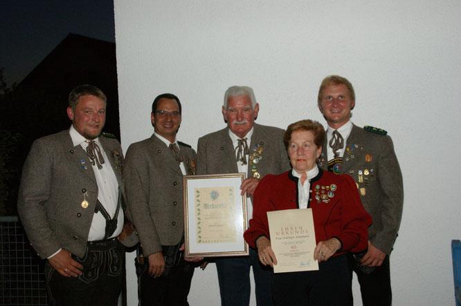 Alois und Annemarie Neulinger mit den drei Schützenmeistern
