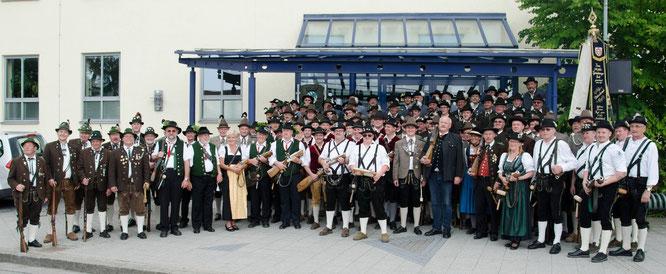 Alle Teilnehmer des 1. Großen Hofdultanschießens mit Bürgermeister Herbert Hofauer