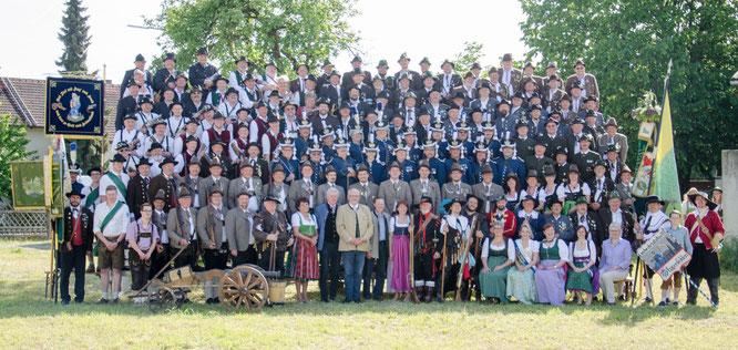 Die Teilnehmer am Hofdultanschießen 2016 mit den Ehrengästen