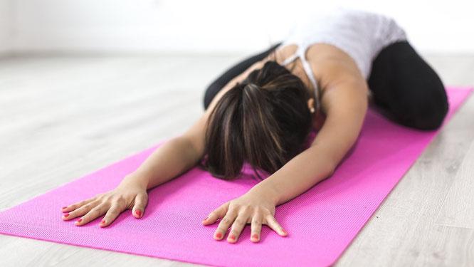 Die DJK Oberndorf bietet einen Yoga-Anfängerkurs für Jung und Alt an.
