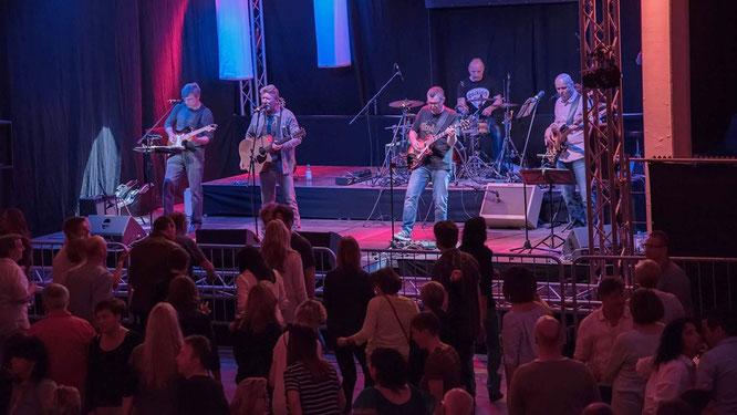 Hat sich der Folk- und Rockmusik der 60er- und 70er-Jahre verschrieben: die Band Lucky's Good Stuff. Foto: LGS