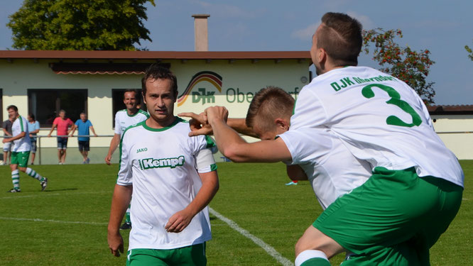 Jubel am 1. Spieltag: Mit einem 8:1-Sieg gegen Unteraltertheim setzte die DJK gleich zu Beginn der Saison ein dickes Ausrufezeichen. Doch in den entscheidenden Spielen zogen die Grün-Weißen später stets den Kürzeren.