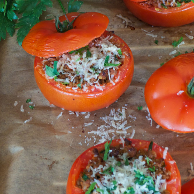 Gefüllte Tomaten mit Hackfleisch, ein leichtes Rezept für heiße Sommertage