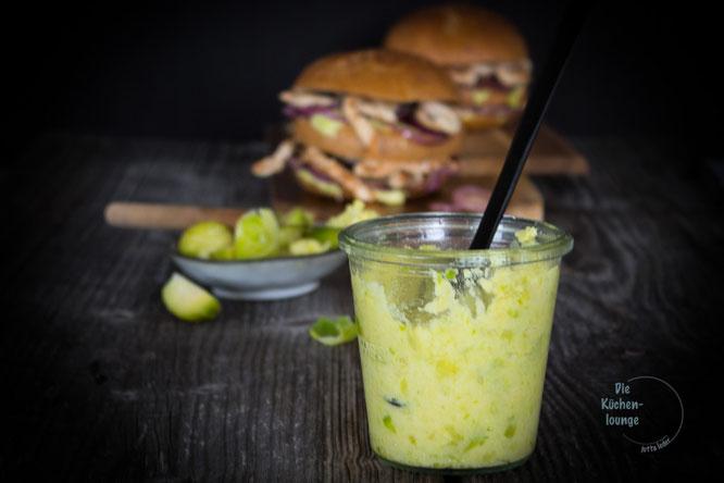 Puten-Burger mit Rosenkohlpesto