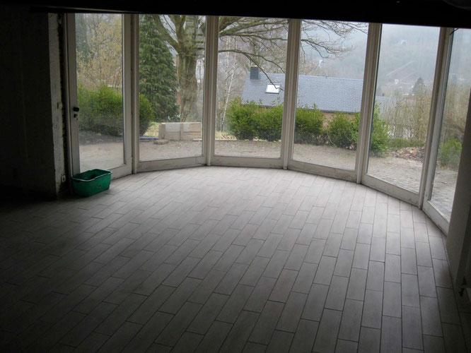La salle de jeux est terminée. Le chauffage par le sol peut être mis en route par palier.