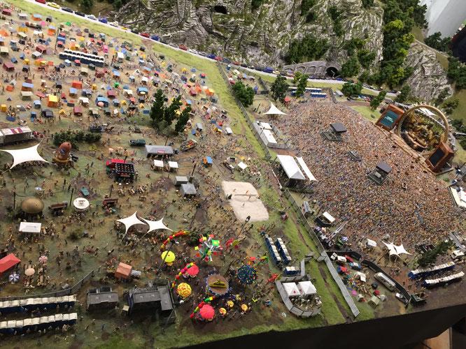 ミニチュアワンダーランド ロックフェスのキャンプ場とステージ