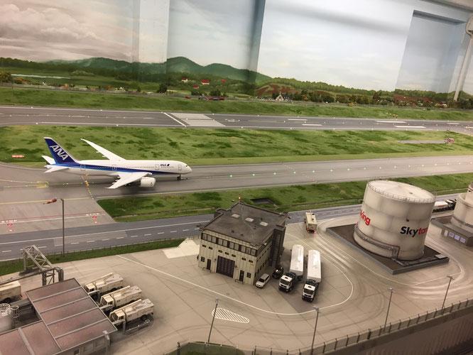 日本の飛行機はJALではなくANAの機体がありました