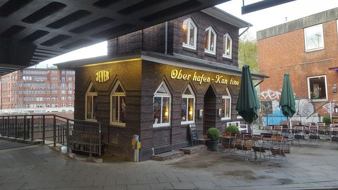 橋の下に建つ傾いたレストラン Ober hafen  Kanfine