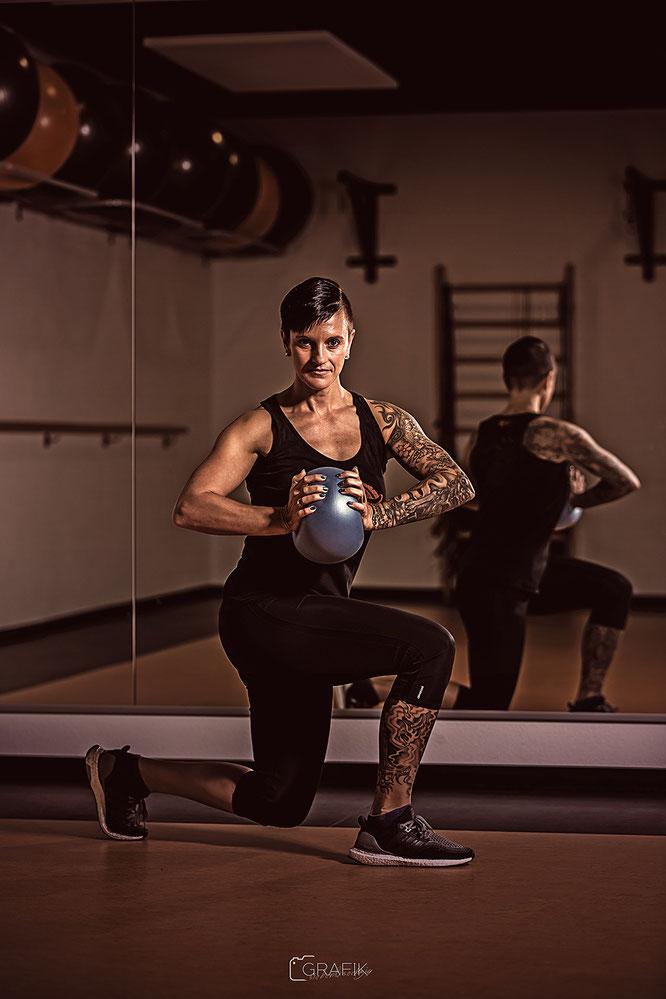 Cornelia Trost ist Mitbegründerin des T&T's und ausgebildete Fitnessfachwirtin. Ihre sportlichen Wurzeln liegen im Kunstturnen und Bodybuilding. Im T&T ist der Fitness- und Kursbereich ihr Steckenpferd.