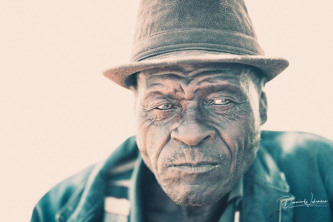 herero man kaokoveld namibia