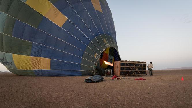 Namib sky balloon safari Namibia - Namib Naukluft Park, Sossusvlei - peparing for the start