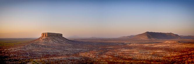 nikon z7 35mm panorama aus 10 Bildern - sonnenaufgang namibia vingerklip
