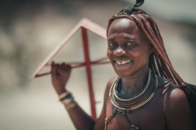 himba women red drum kaokoveld namibia