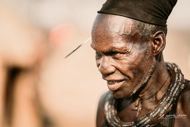 himba familienoberhaupt kunene kaokoveld namibia