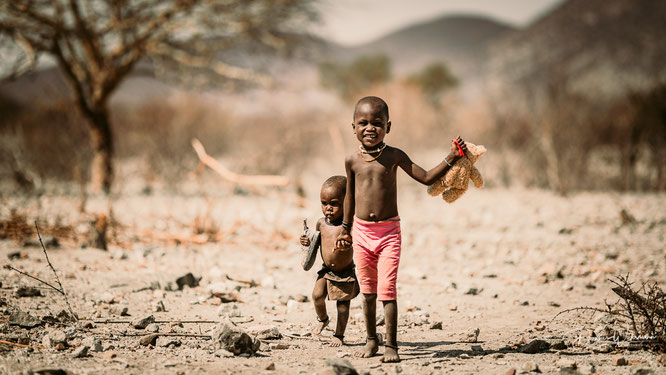 himba kinder epupa kaokoveld namibia