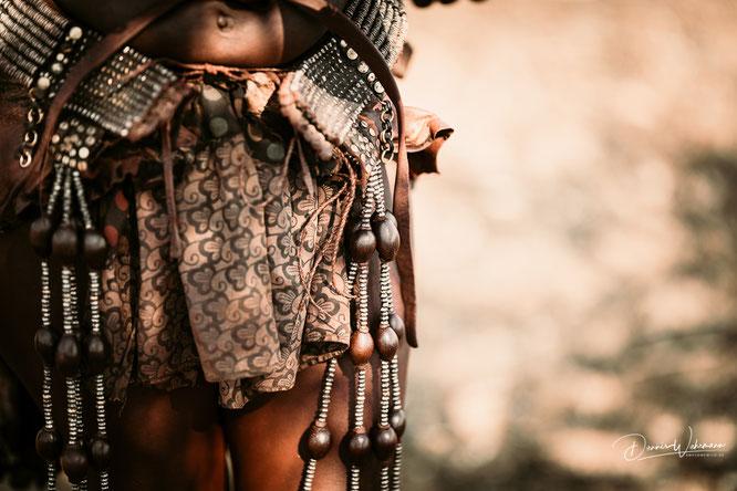 typischer himba frauenschmuck epupa kaokoveld namibia