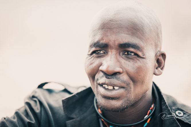 himba man epupa falls kaokoveld namibia
