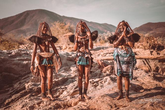 junge himba frauen epupa falls kaokoveld namibia