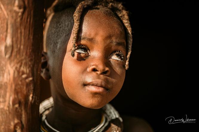 himba girl epupa falls kaokoveld namibia