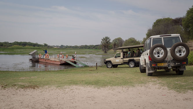 fähre in xhumaga über den boteti fluß in den makgadikgadi national park