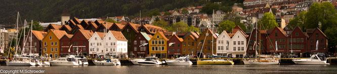 Das Hafenviertel Bryggen mit den Fassaden der ehemaligen Handelskontore