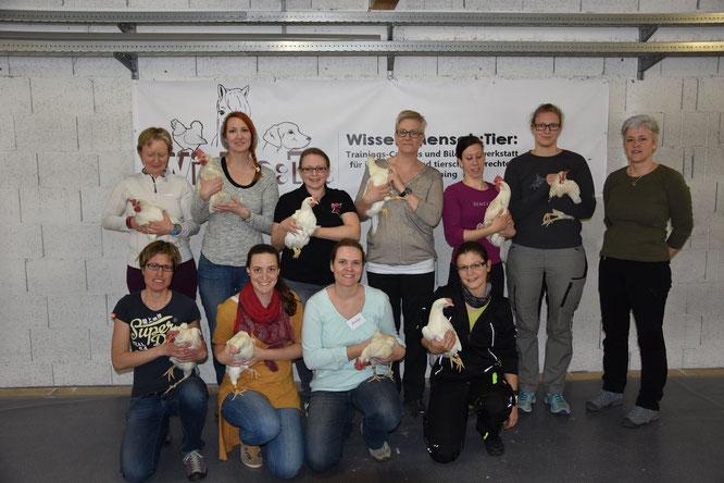 Click the chick! Alle Teilnehmerinnen vom Hühner Modul 1 - als Pferdetrainerin war ich wohl ein kleiner Exot. Foto by Wi:Me:Ti