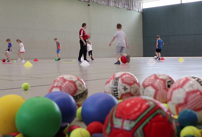 Spiel, Sport und Bewegung mit und ohne Ball stehen im Mittelpunkt des Workshops !
