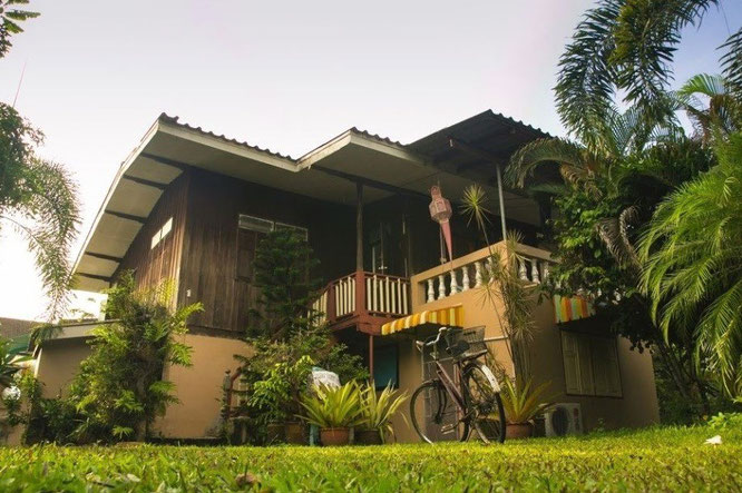 Guesthouse in an authentic Thai house in a garden
