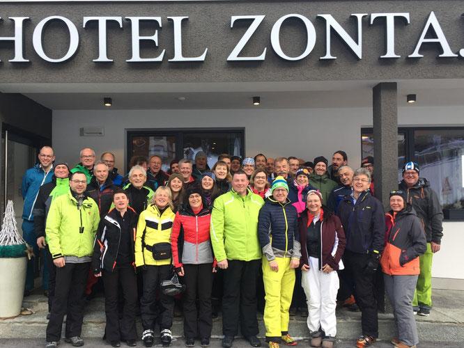 Die Teilnehmer des Ski-Opening 2015; Foto: TSV