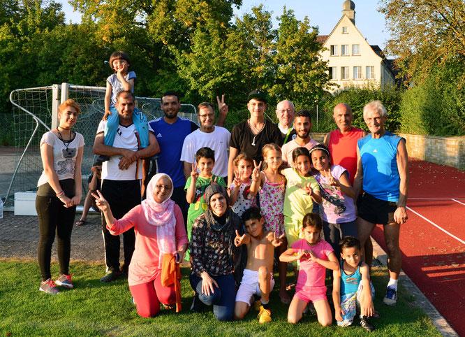 Teilnehmer und Prüfer nach der Leistungsabnahme; Foto: Fred Rautenberg