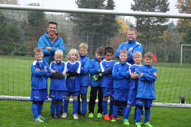 Mannschaft 1 mit den Trainern Enrico Wegner und Oliver Kessler, Foto: TSV