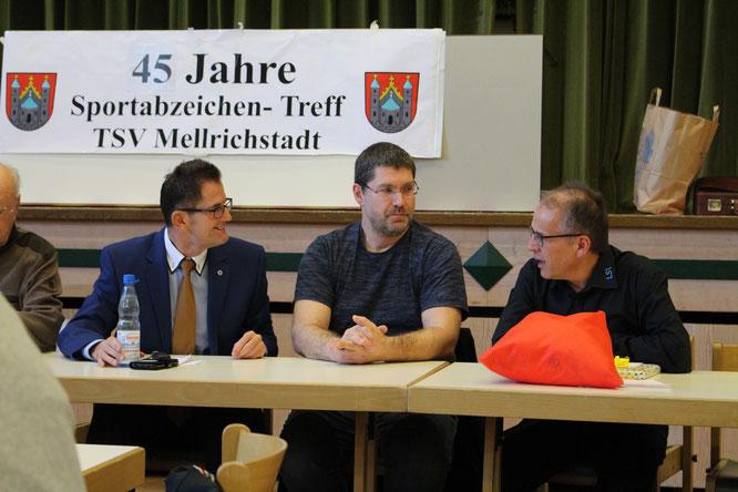Im Gespräch (v.li.): stellv. Landrat Peter Suckfüll, TSV-Vorsitzender Christian Linß und BLSV-Kreisvorsitzender Klaus Greier.