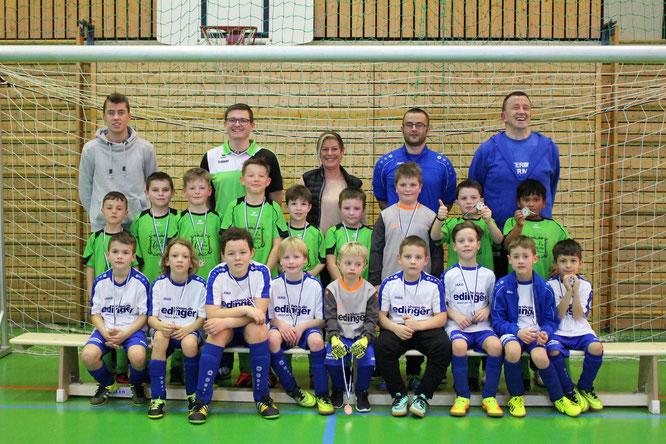 Hinten stehend:  die Siegermannschaft des VfL Bad Neustadt; Vorne sitzend: die zweitplatzierte Mannschaft des TSV Mellrichstadt; Foto: TSV, Graf