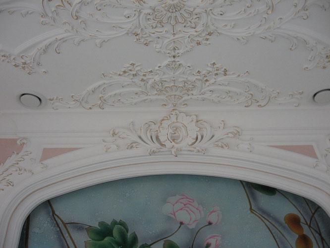 Лепнина (гипс), позолота, фрескообои