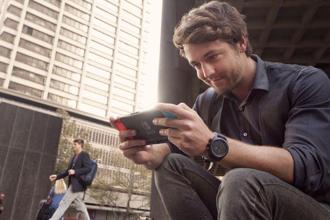Die Mitbewerber setzen immer stärker auf Online-Angebote und Streaming, Nintendo weiterhin auf Mobilität: Neue Modelle des Geräts scheinen zu belegen, dass Nintendo noch eine Weile an der Erfolgsstory festhalten will.