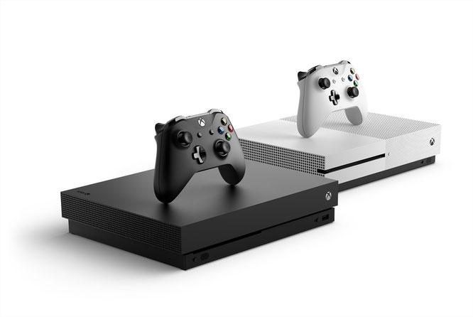 """4K in Schwarz/Weiß: Microsoft will mit seiner """"Xbox One X"""" wieder zu Nebenbuhler Sony aufschließen. Einer Studie zufolge könnte das sogar gelingen - zumindest im Premium-Segment."""