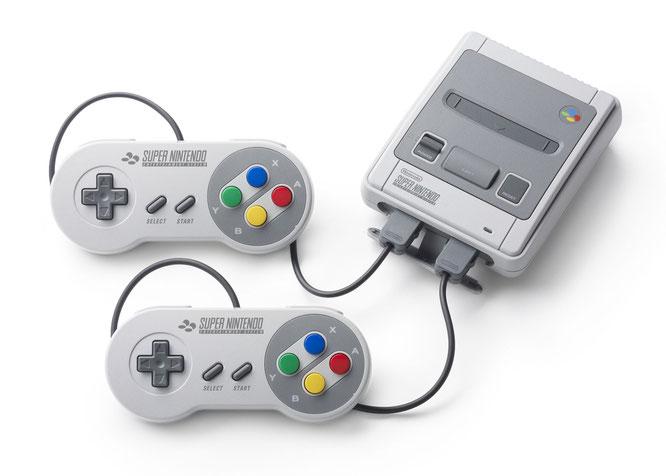 """Begehrtes Sammlerstück - auch für Hacker: Das """"Super Nintendo Mini"""" lässt sich mit weiteren Spielen ausstatten - allerdings verliert der Besitzer dabei seine Garantieansprüche und bewegt sich in einer rechtlichen Grauzone."""