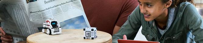 """Freundlicher KI-Kumpel, der Kisten stapelt und gut gelaunt vor sich hin brabbelt: """"Cozmo"""" gehört zu den fortschrittlichsten KI-Spielzeugen, war aber leider nur mäßig erfolgreich. Hersteller Anki musste vor einigen Wochen seine Pforten schließen."""