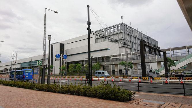 豊洲市場6街区の加工パッケージ棟。佃林の入居する水産仲卸棟はこの左奥になります。
