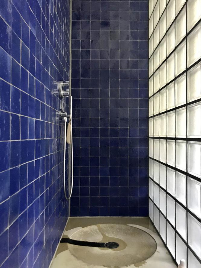 Duschtrennwand aus Glasbausteinen