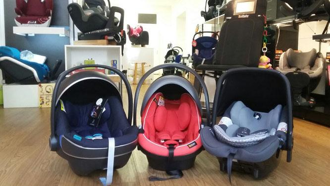 Babyschalen in Zwergperten-Shop in Berlin-Friedrichshain.