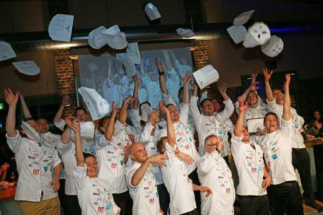 """Der Kochmützenwurf hat Tradition bei """"Koch des Jahres""""   Foto: ©BestChefs"""