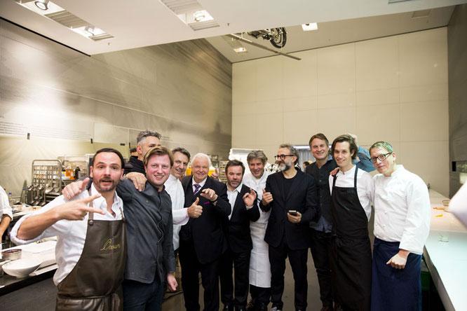 Die ECKART 2015 Preisträger mit Eckart Witzigmann zu Besuch in der Küche. ©BMW Group