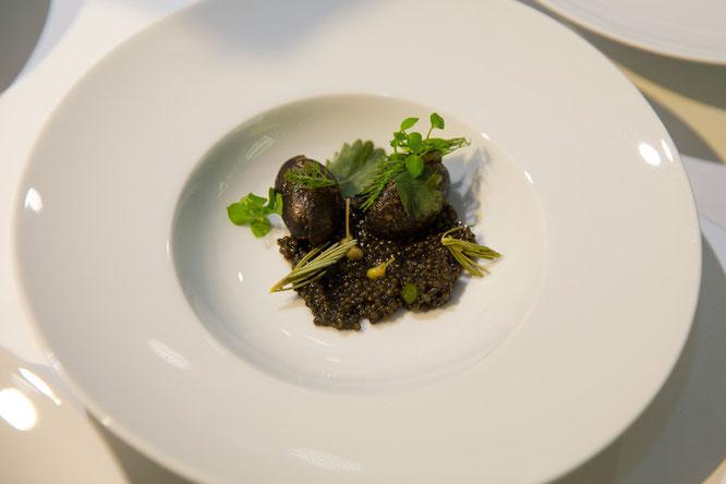 Carelian Caviar mit Molke, Kartoffel, Kiefer und Wacholder von Fredrik Berselius, New York.  Foto: ©BMW Group