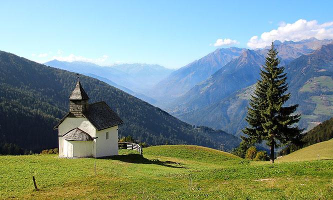 Ob kleine Kapelle oder große Basilika ist nicht entscheidend, sondern ob uns eine Kirche den Raum bietet Gott zu begegnen.