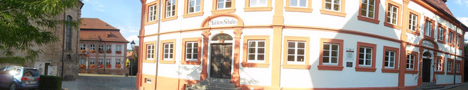 Mädchen-Schule, Knaben-Schule, früher streng getrennt mit zwei Eingängen, heute der Städtische Kindergarten
