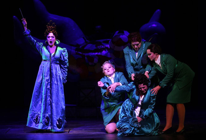 Foto: Klaus Lefebvre, Klier (Königin der Nacht), Veronika Haller (E rste Dame), Gudrun Pelker (Dritte  Dame), Kristine  Larissa Funkhauser (Zweite Dame), Dorothea Brandt ( Pamina)